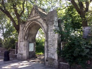 Victorian How Memorial Gateway, churchyard