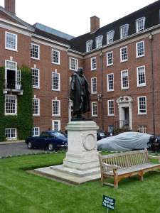 statue-of-bacon-in-grays-inn