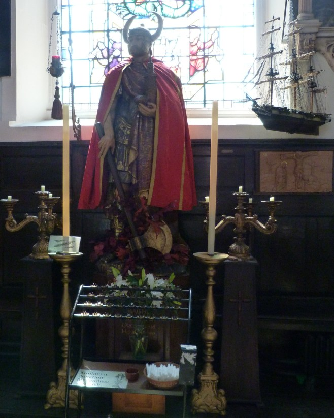 3 - Statue depicting St Magnus.JPG
