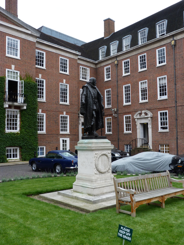 Statue of Francis Bacon