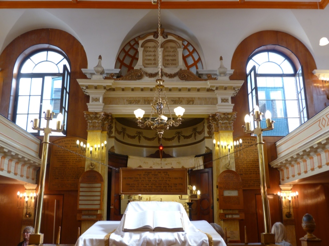 Interior of Sandy's Row Synagogue.JPG