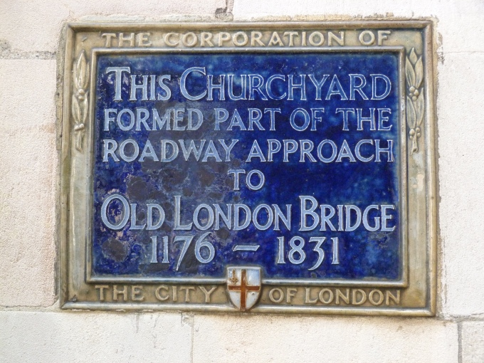 9 - Approach to Old London Bridge.JPG
