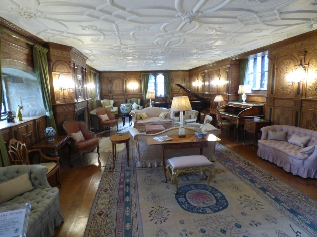 11 - Drawing Room.JPG