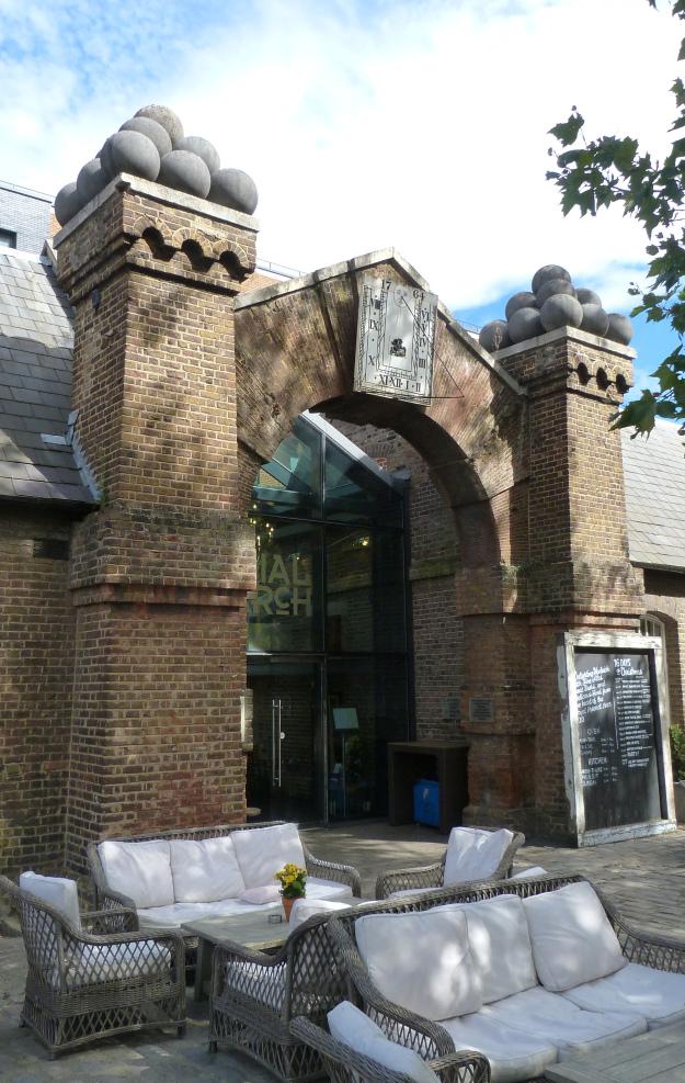 beresford-gate-1720-and-sundial-1764.jpg