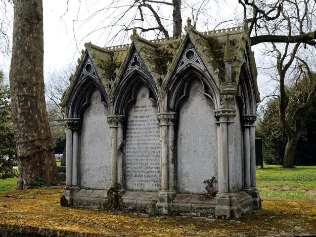 City_of_London_Cemetery_-_St_Dionis_Backchurch_reburials_monument_-_Newham,_London_England_2