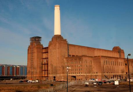 This image has an empty alt attribute; its file name is battersea-power-station-during-redevelopment-giles-gilbert-scott-1952.jpg